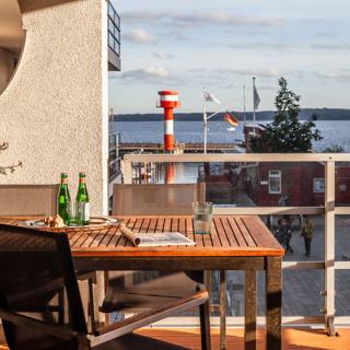 "Apartmenthaus Hafenspitze Ap. 5 - ""am Yachthafen 5"" - Blickrichtung offenes Meer/Strandpromenade - Eckernförde"