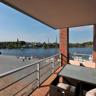 Apartmenthaus Hafenspitze  Ap. 30, Blickrichtung Binnenhafen West/Innenstadt - Eckernförde