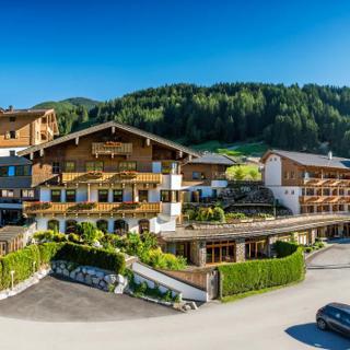 """Hotel Restaurant Riederalm - """"Die Pinzgauerin"""" - Penthouse - Hotel Restaurant Riederalm - """"Die Pinzgauerin"""" - Penthouse"""
