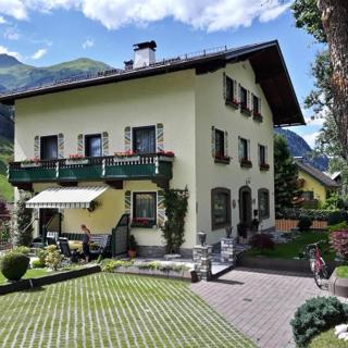 Gästehaus Winkler - Doppelzimmer mit Dusche, WC und Balkon - Gästehaus Winkler - Doppelzimmer mit Dusche, WC und Balkon