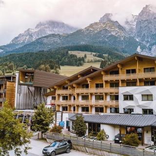 Hotel Salzburger Hof Leogang - Doppelzimmer FIT Stoaberg Sommer 1-2 - Hotel Salzburger Hof Leogang - Doppelzimmer FIT Stoaberg Sommer 1-2