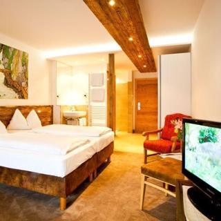 """Mitteregger, Hotel Gasthof - Doppelzimmer """"Enzian"""" mit Panoramabalkon - Mitteregger, Hotel Gasthof - Doppelzimmer """"Enzian"""" mit Panoramabalkon"""