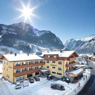 """Hotel Tauernhof - Suite """"Kitzsteinhorn"""" mit Dusche od. Bad kurz - Hotel Tauernhof - Suite """"Kitzsteinhorn"""" mit Dusche od. Bad kurz"""