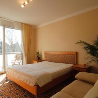 Zimmer in der Wohnung - Mori - Zimmer mit Queensize Bett/ Etagenbad - Zimmer in der Wohnung - Mori - Zimmer mit Queensize Bett/ Etagenbad