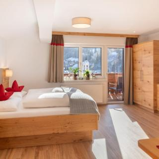 Schattauer, Hotel & Appartements - Doppelzimmer mit Zusatzbett Hotel - Schattauer, Hotel & Appartements - Doppelzimmer mit Zusatzbett Hotel