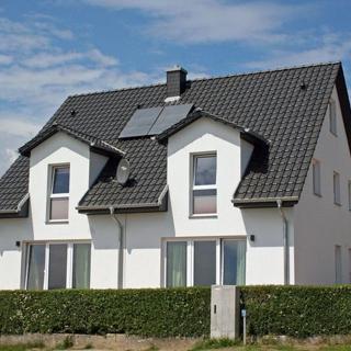 Meerblick Ferienhaus mit 2 Ferienwohnungen in Neuendorf/Rüg - Meeresrauschen direkt am Wasser - Putbus