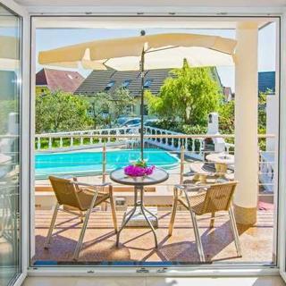Villa Europa - Wohnungen mit Kamin und gemeinsamen Pool - Wohnung Typ 2 mit Balkon und Kamin - Heringsdorf