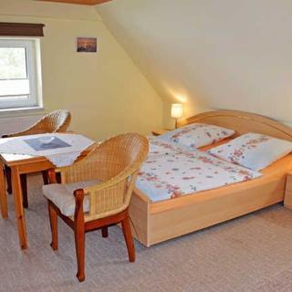 Ferienzimmer unterm Reetdach in Plogshagen/Hiddensee - Ferienzimmer Groot Parti - Neuendorf