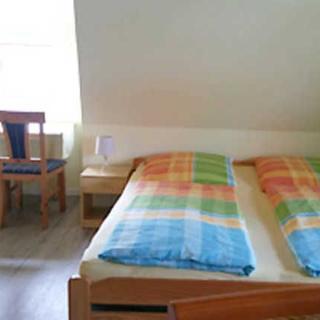 Ferienzimmer unterm Reetdach in Plogshagen/Hiddensee - Ferienzimmer Lütt Parti - Neuendorf