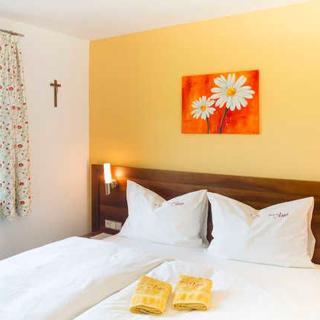 Pension ANNA, Ferienwohnungen & Komfortzimmer - Sonnen Suite - St. Lorenz am Mondsee