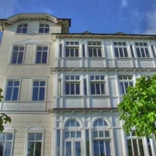 """Villa """"Strandeck"""" direkt am Strand, mit Ostseeblick, TOPLAGE - Ostseeglück* * * * - Binz"""