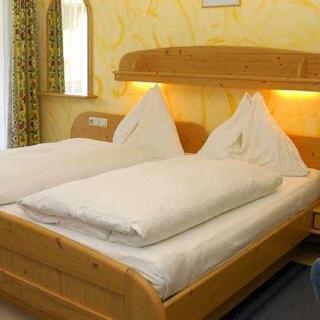 Pension WOLFSEGG - Doppelzimmer - Kirchberg in Tirol