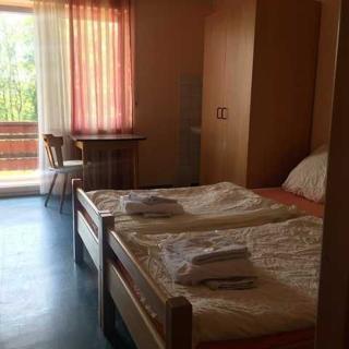 Wanderheim Rauher Stein - Vierbettzimmer mit Balkon - Irndorf