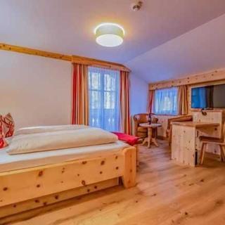 """Landgasthof Leopoldhof - Landhaus Premium Doppelzimmer """"Wolfgangsee"""" - St. Wolfgang im Salzkammergut"""