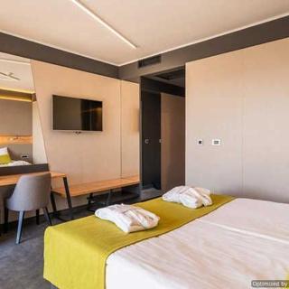 Hotel Olea - Doppelbetzimmer-Blick auf die Berge +Zussatztbett - Novalja