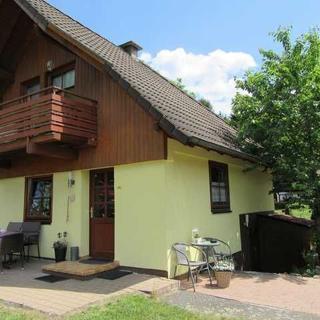 Charmantes Ferienhaus für 6 Personen mit Blick auf den Silbe - Charmantes Ferienhaus mit Seeblick für 6 Personen - Frielendorf