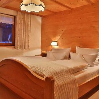 Ferienbauernhof Erath - Doppelzimmer Zirbenmöbel 1 - Schoppernau