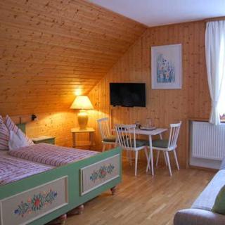 Gasthof-Pension Martinihof - Waldblick-Bauernstube-Doppelzimmer 207 - Latschach am Faaker See