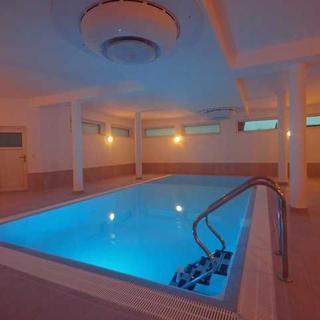 4 Winde Villa mit privatem  Schwimmbad - Hohen Wieschendorf