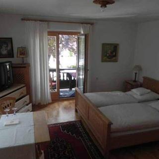 Haus Tremmel - Doppelzimmer 70,00 Euro - Rottach-Egern