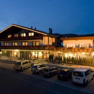 Garni RUSTIKA - Hotel Pension & Appartements - Dreibettzimmer Typ Zugspitze - Ehrwald