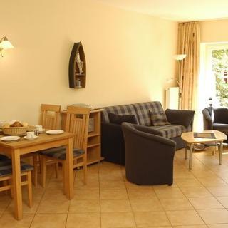 Amtmannshaus Greetsiel - 2-Zimmer-Komfortwohnung, Gartenseite mit Terrasse - Greetsiel