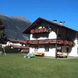 Gästehaus Ennemoser - Doppelzimmer/südseitiger Balkon - Längenfeld