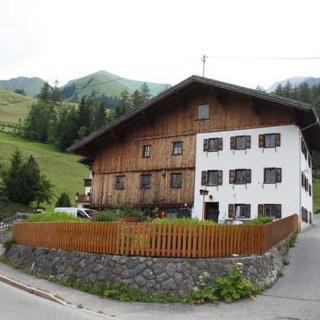 Ferienhaus - 5 SZ, teilweise Durchgangszimmer - Boden/Bschlabs
