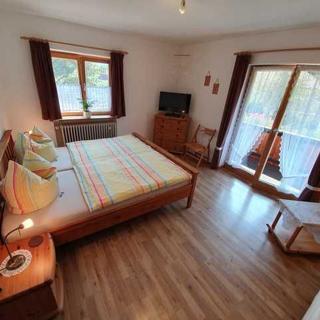 Gästehaus Ferienglück - 3 gemütliche Ferienwohnungen - Wendelstein - Fischbachau